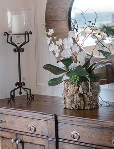 I like the round mirror and floral arrangement Orchid Flower Arrangements, Orchid Planters, Orchid Centerpieces, Orchids Garden, Sideboard Dekor, Dining Room Furniture, Furniture Ideas, Sideboard Furniture, Dark Furniture