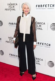 maye musk Source by style over 50 aging gracefully Womens Fashion, 50 And Fabulous, Older Models, Young At Heart, Role Models, Style, Fashion Outfits, Maye Musk, 60 Fashion