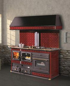 Thermo wood and gas cooker with wood / electric oven. Ceramic front and sides in painted steel. Cast iron fire door with panoramic ceramic glass. Available in different colors, brass finishes. Foyers, Vintage Stoves, Cooking Stove, Getaway Cabins, Fire Doors, O Gas, Cooker Hoods, Washing Dishes, Log Homes