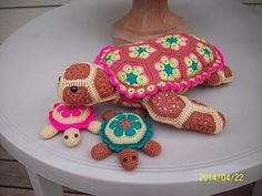 What fun it was to make these. Thank you Heidi for the adorable momma turtle and thank you CindyEggleston for the pattern for the babies.