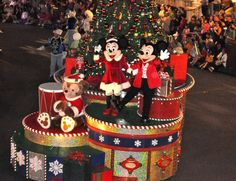Top 5 Must Dos during the Holiday Season at Walt Disney World! Hidden Gems and much more! #christmas #Disney #WaltDisneyWorld (scheduled via http://www.tailwindapp.com?ref=scheduled_pin&post=218303)