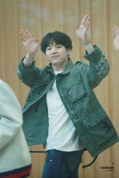 Image about kpop in Bts by Jung Shelby on We Heart It Jimin, Min Yoongi Bts, Min Suga, Bts Bangtan Boy, Bts Boys, Daegu, Jung So Min, Billboard Music Awards, Foto Bts
