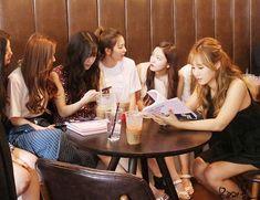 Yuri and Tiffany with red velvet Kim Hyoyeon, Im Yoona, Sooyoung, Kwon Yuri, Seulgi, Snsd, Girls Generation, Kpop Groups, Shinee