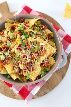 nachos met gehakt Nachos, Easy Snacks, Easy Meals, Fast Food, Carne Picada, Recipes From Heaven, Tortilla Chips, Queso, I Foods