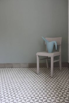 VIA Farbe 0034 Townhouse Exterior, House Goals, Chalk Paint, Interior Inspiration, Tile Floor, Accent Chairs, Sweet Home, Flooring, Bathroom