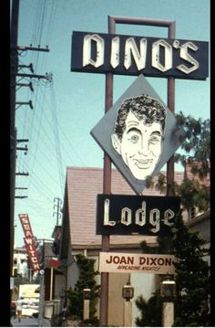 Dino's Lodge 8532 Sunset Blvd Dean Martin's real-life restaurant, located at 8524 Sunset Boulevard in Hollywood, was featured in the TV series 77 Sunset Strip. Vintage California, California Dreamin', Hollywood California, Dean Martin, Detective, Las Vegas, Photos Originales, Vintage Neon Signs, I Love La