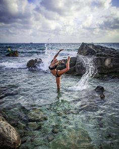 New photography street dance awesome Ideas Dance Picture Poses, Dance Photo Shoot, Dance Poses, Dance Pictures, Yoga Poses, Street Dance, Dance Aesthetic, Dance Photography Poses, Gymnastics Photography