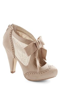 Bow Ribbon Heel in Taupe
