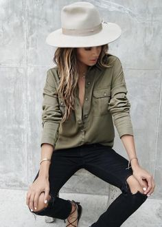 Sincerely Jules looking rad. Great khaki shirt and cute wide-brim. Sincerely Jules looking rad. Great khaki shirt and cute wide-brim. Green Shirt Outfits, Outfits With Hats, Casual Outfits, Cute Outfits, Kaki Outfits, Green Jeans Outfit, Dress Casual, Casual Wear, Autumn Fashion Casual