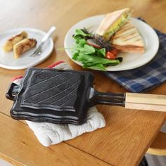 OUTSIDE IN 鋳鉄製 ホットアンドトースティー made in 新潟・三条【送料無料】 | アンジェ web shop(本店) Kitchen Tools, Diy Kitchen Appliances, Kitchen Gadgets, Kitchen Supplies