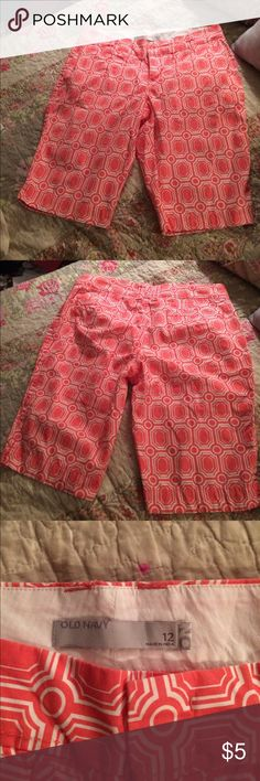 Old Navy size 12 coral shorts Old Navy size 12 coral shorts that are waiting to be worn this Summer! Two pockets in the back. No stains or holes. These are a little longer for ladies who do not want to wear super short shorts. EUC! Old Navy Shorts Bermudas