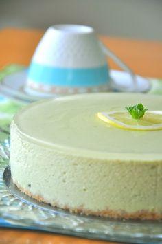 アボカドで美味しいベジスイーツを♪ アボカドを練り込んだ、滑らか濃厚なチーズケーキに爽やかなレモンゼリーをプラス++