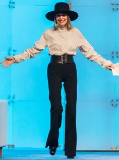 Diane Keaton: Now The actress Diane Keaton delivers her keynote speech at the 2014 Pennsylvania Conference for Women. Diane Keaton, Mature Fashion, Plus Size Fashion For Women, Fashion Over 40, 50 Fashion, Spring Fashion, College Fashion, Fashion 2020, Fashion Outfits