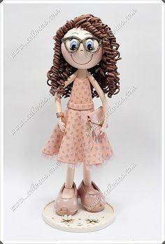 Fofucha personalizada con vestido, gafas y rizos   by Xeitosas