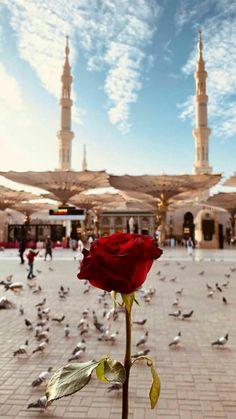 O'nun isimlerini ve sıfatlarını bilmenin önemi Islamic Wallpaper Iphone, Mecca Wallpaper, Quran Wallpaper, Of Wallpaper, Wallpaper Backgrounds, Islamic Images, Islamic Pictures, Islamic Art, Mekka Islam
