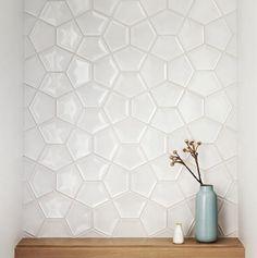 Mooie tegels voor een statement muur in de badkamer of op het toilet. Of misschien beide om een doorlopend thema te hebben.