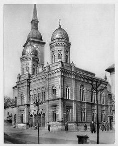 Neolog synagogy Bratislava-no longer exists, was demolished in 60 years in Construction of bridges Bratislava Slovakia, Old Photos, Google Images, Notre Dame, Barcelona Cathedral, Taj Mahal, Europe, Architecture, City
