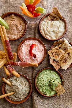 5 Healthy Dips, based on yogurt cheese. Skinny and Delicious! (in Greek/English) Healthy Dips, Healthy Pastas, Healthy Fruits, Healthy Foods To Eat, Healthy Baking, Healthy Recipe Videos, Easy Healthy Recipes, Easy Dinner Recipes, Vegetarian Recipes