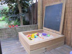 Sandkasten mit Tafel