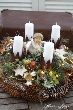 """Weihnachtsdeko - :::: Adventskranz """" Krönchen """" beleuchtet :::: - ein Designerstück von BlumereiBerger bei DaWanda"""