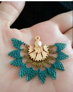 This Pin was discovered by Sel Point Lace, Needle Lace, Crochet Art, Lace Making, Fabric Manipulation, Hand Embroidery, Needlework, Beaded Jewelry, Diy And Crafts