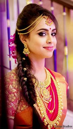 Shopzters is a South Indian wedding site South Indian Wedding Hairstyles, Indian Hairstyles, Wedding Hair Colors, Wedding Hair Pieces, Saree Hairstyles, Bride Hairstyles, Indian Headpiece, Bride Hair Accessories, Head Accessories