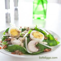 bacon egg spinach salad recipe - perfect for busy weeknight dinners! thanks @eclecticrecipes