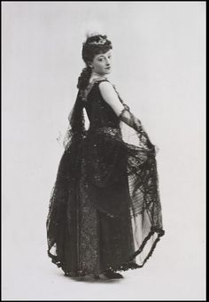 Photograph of Kate Vaughan as Kitty in King Kodak at Terry's Theatre. l Victoria and Albert Museum #Theatre