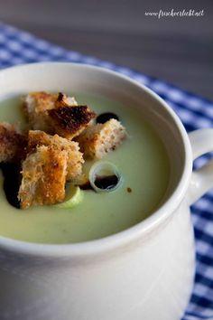Ich liebe Suppen in allen Variationen. Deshalb zeige ich euch auf Frisch Verliebt eins meiner liebsten Rezepte für eine leckere Kartoffel-Lauch-Suppe.