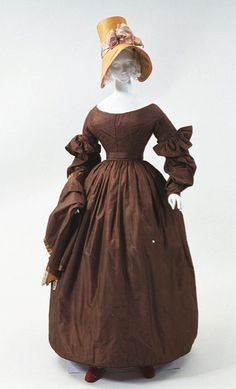 http://americanduchess.blogspot.com/2013/10/romantic-era-gowns-c-1820s-1830s.html