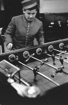 Robert Doisneau // Le Groom Du Sciaparelli, Rue Daniel Casanove, 1952. ( http://www.gettyimages.co.uk/detail/news-photo/france-paris-rue-daniel-casanove-news-photo/121512439