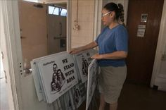 Rosa Robles sale de santuario tras 15 meses en una iglesia de Tucson  http://www.elperiodicodeutah.com/2015/11/noticias/internacionales/rosa-robles-sale-de-santuario-tras-15-meses-en-una-iglesia-de-tucson/