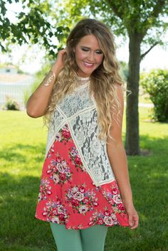 Misty Morning Tunic/Dress has boho charm. Featuring a lively floral print with ivory lace panels adorning the sides and front and back yoke. Mom Outfits, Chic Outfits, Floral Tops, Floral Prints, Glamour Farms, Built In Wardrobe, Funky Fashion, Ivory, Tunic