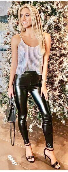 Leather Leggings Outfit, Leggings And Heels, Tight Leather Pants, Wet Look Leggings, Legging Outfits, Girls Leggings, Leggings Fashion, Leggings Are Not Pants, Women's Leggings