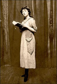 "Mireille Havet (1898, Médan, Yvelines - 1932) was a French poet, diarist, novelist, and lyricist.  She wrote lyrics for songs composed by  John Alden Carpenter and intended for Éva Gauthier.  She wrote a novel, Carnaval, published in 1923. She was friends with Jean Cocteau and Colette, who referred to her as ""la petite poyétesse"".  Her diary, which she kept from 1913 to 1929, was only found again in 1995, and published in 2003."