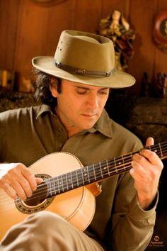 .https://www.youtube.com/watch?feature=player_embedded&v=nuwPJMaO-_k  Colirio para os olhos e a alegria da boa musica....