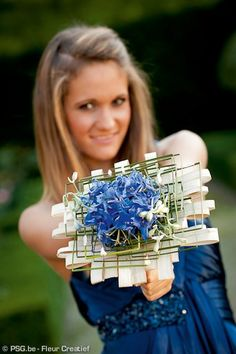 Unusual Bouquets for a stylish wedding ceromony Hand Bouquet, Blue Bouquet, Floral Bouquets, Wedding Bouquets, Modern Wedding Flowers, Prom Flowers, Floral Wedding, Art Floral, Floral Design