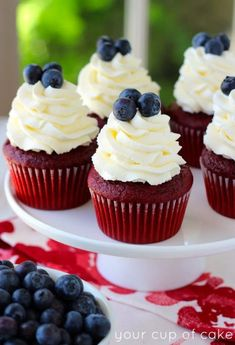 Patriotic Holiday Recipes Red Velvet of July Cupcakes - One of over 25 patriotic holiday recipes to help you celebrate Memorial Day, of July, Flag Day, or any day! Patriotic Holiday Recipes Red Velvet of July Cupcakes - One of over 25 patri 4th July Cupcakes, 4th Of July Cake, 4th Of July Desserts, Fourth Of July Food, 4th Of July Party, Holiday Desserts, Holiday Recipes, Patriotic Desserts, Patriotic Cupcakes