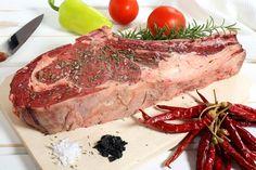 Carne proaspata cu sare, rozmarin si peperoncini Carne, Steak, Food, Eten, Steaks, Meals, Beef, Diet