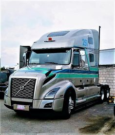 15 Best Trucks In The World [Cool Trucks Pictures] New Pickup Trucks, Big Rig Trucks, Semi Trucks, Cool Trucks, Mercedes Benz Trucks, Volvo Trucks, Semi Trailer Truck, Car In The World, Peterbilt