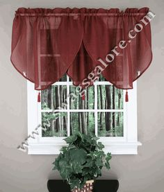 Reverie Ascot valance is a popular textured snow voile sheer. The Reverie Ascot Valance is embellished with color-matched tassels. #Ascot #Tassels #Valances