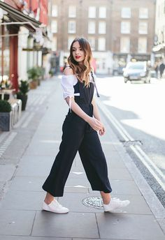 See the week's most inspiring street style spring / summer outfit ideas, from classy office layers to safari-inspired ensembles. Get the looks here! Outfits Otoño, Summer Outfits, Casual Outfits, Asos Tops, Look Fashion, Fashion Tips, Fashion Trends, Outfit Goals, Outfit Ideas