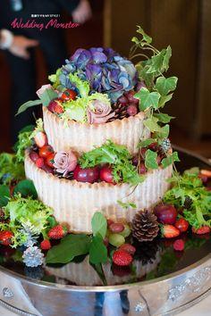 【Opening Ceremony】大切な人たちに贈るアットホームウェディング ウェデングモンスター Wedding Planner 岡本恵子 もっと自由にオリジナルウェディング! ウェディングケーキは森っぽく!というご要望にお応えし木の実や野菜を飾り付けしました。