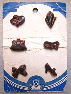 love these vintage fashion accessory buttons....gloves....belt...purse....even a hankie......
