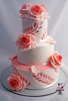 """Me gusta el detalle de las hojas """"impresas"""" pero no que la tarta sea en color rosa. Adaptarla a los colores de la boda????"""