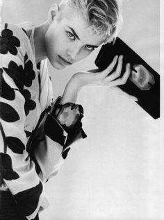 agyness deyn By Adolfo Vásquez Rocca Just Style, Her Style, Cool Style, Agyness Deyn, Androgyny, People Art, Alter, Giorgio Armani, Supermodels