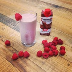 Raspberry Chocolate Smoothie Recipe: 1 Premier Protein chocolate shake 1 cup frozen raspberries 1 dollop of honey 1 frozen banana (optional) ice cubes Blend until smooth and enjoy! Raspberry Smoothie, Fruit Smoothies, Healthy Smoothies, Protein Shake Recipes, Protein Foods, Pure Protein, Protein Desserts, High Protein, Healthy Foods
