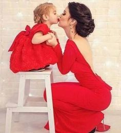 Ohhhh so cute !!!           Mommy & Daughter kiss❤️