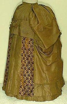 1886 Green silk faille skirt with cutvelvet panels
