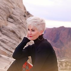 My hair story… it has a life of its own! Since I get so many comments on my hair,… Haircuts For Fine Hair, Short Hairstyles For Women, Trendy Hairstyles, Short Grey Hair, Short Hair Cuts, Chic Over 50, 50 Hair, Plaid Fashion, Hair Photo